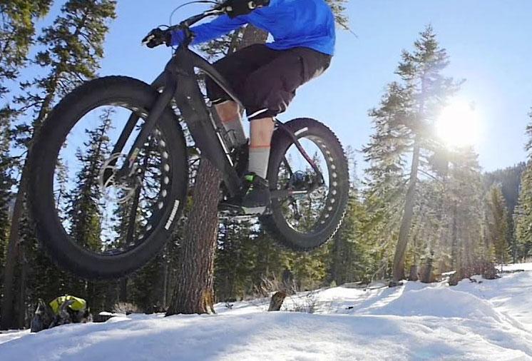 In bici nella neve